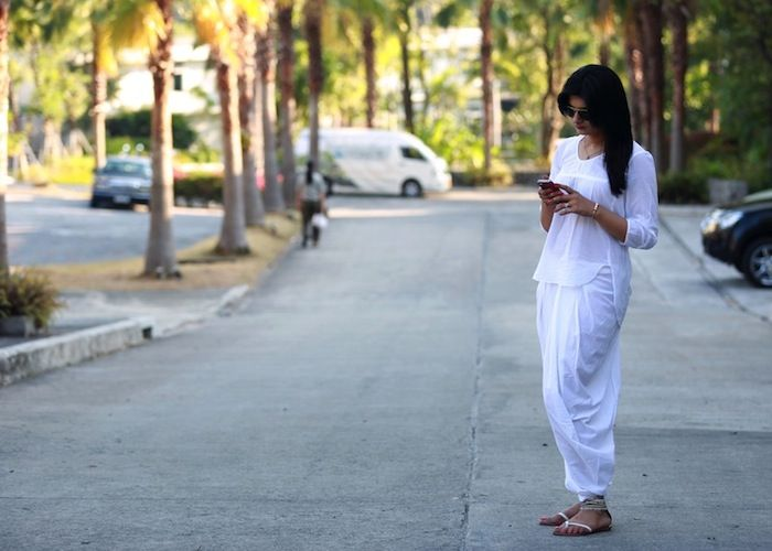 #Anokhi dhoti pants She looks so comfy and elegant in those White Dhoti Pants..