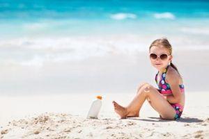 Πώς θα προστατέψετε τα παιδιά σας από τον ήλιο