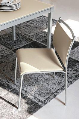 Letisztult formavilágú bőrszövet szék, porszórt fém lábbal. Mojito hat színben elérhető, a lábak pedig ezüstszínűek