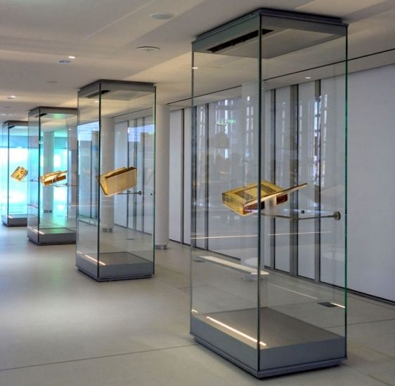 Museum Display Cases with Door Opening: Free-Standing Island Cases, Wall Unit Display Cases or Hanging Cases. Goppion Personalized Exhibition Layouts