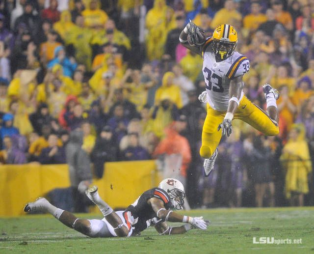 Jeremy Hill has been named the SEC Offensive Player of the Week for his performance in #LSU's 35-21 win over Auburn in Tiger Stadium.