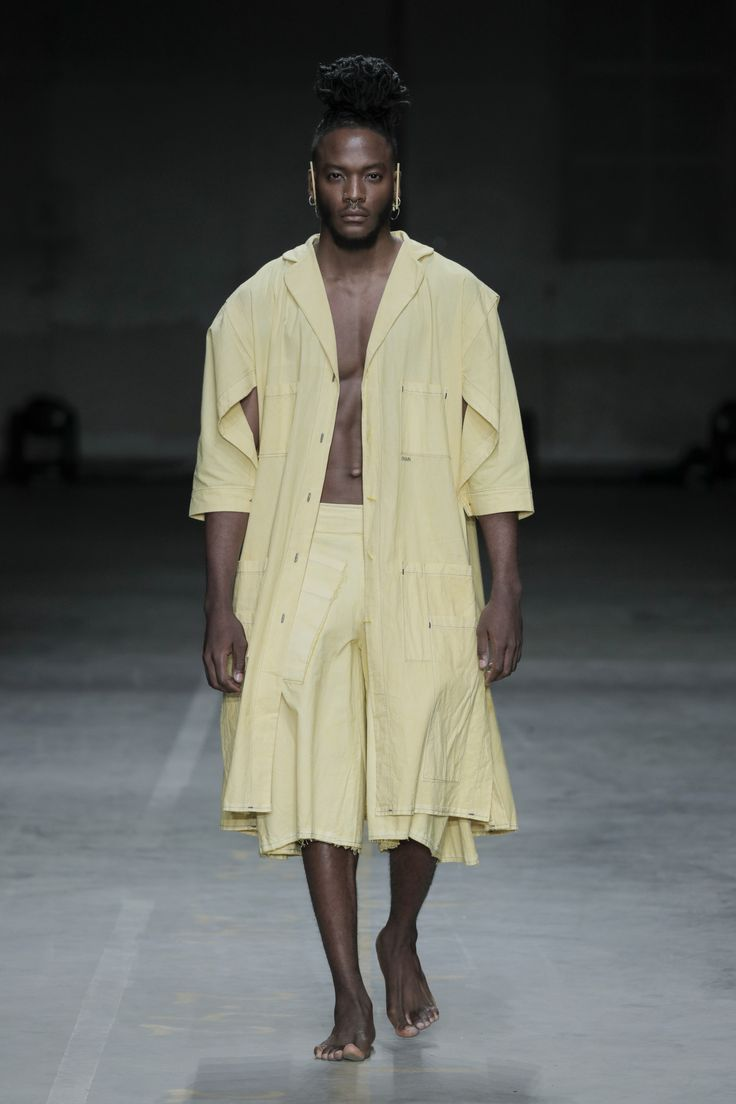 CHAIN - SS18 #fashionclash #fashionweek #natural #naturaldyeing #yellow #desfiles #apron #male