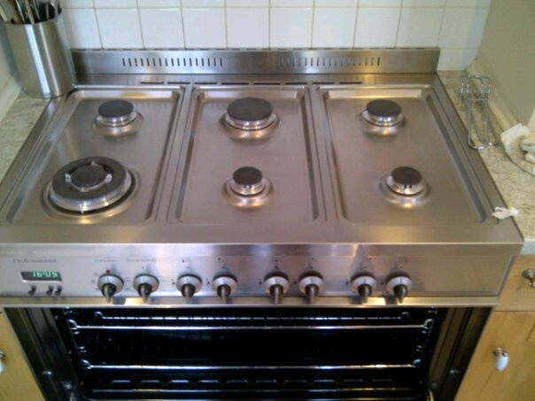 Professional oven cleaning Manchester. At Oven Cleaners North West we specialise in oven cleaning, hob cleaning and extractor cleaning at competitive prices.