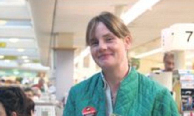 Morrisons worker paid for customer's groceries after lady's purse was stolen | Daily Mail Online
