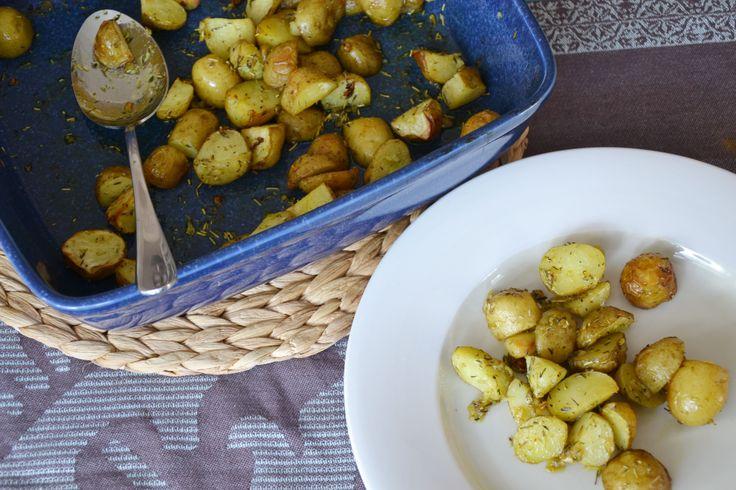 Aardappeltjes uit de oven met rosemary en thyme.