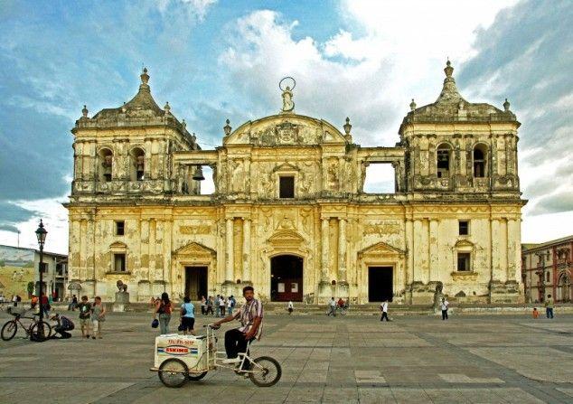 De grootste kathedraal van Midden-Amerika - foto gemaakt in Leon, Nicaragua