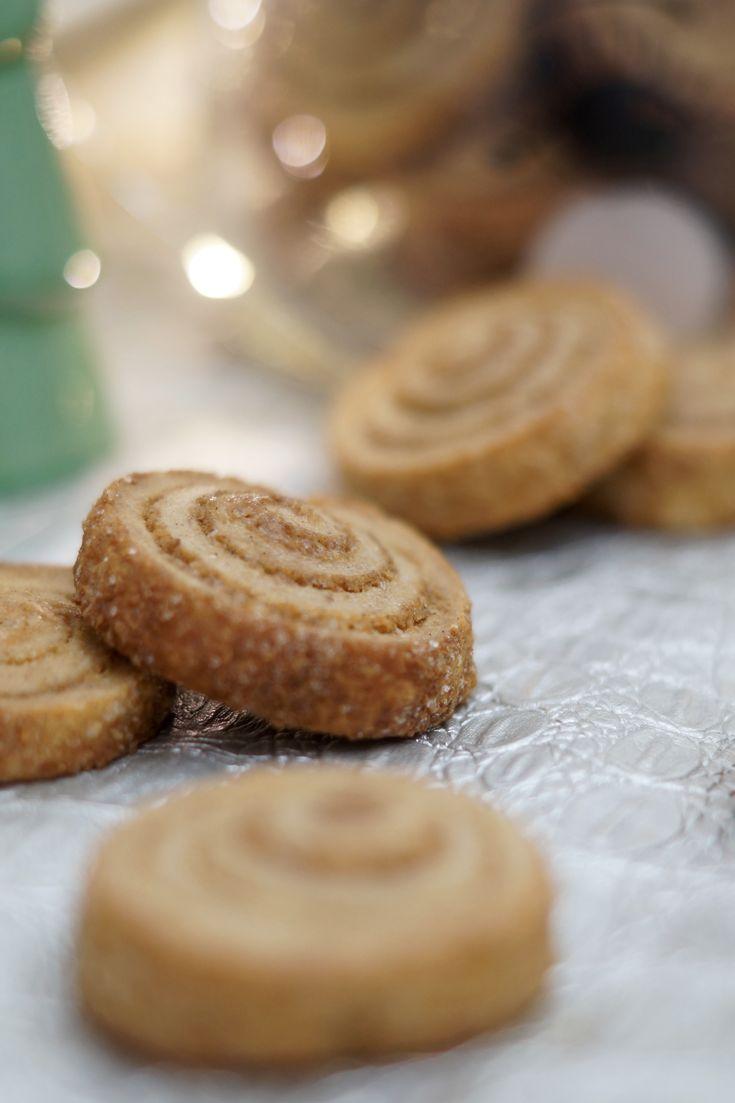 Knusprig, klein und voller Zimt... diese Zimtschnecken Cookies sehen nicht nur besonders hübsch aus, sie versüßen Dir auch die Weihnachtszeit!