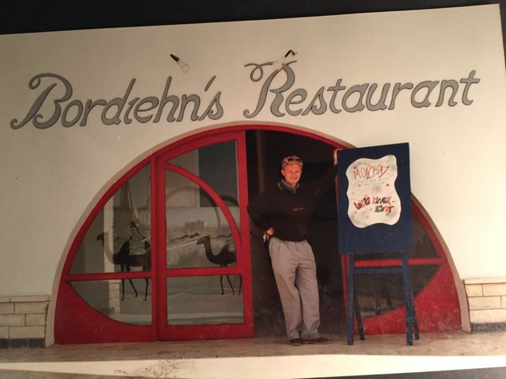Am Eingang des Hotels befand sich ein Fischrestaurant, geschlossen weil auch noch keine Touristen da waren. Oder kaum welche. Amerikanische Soldaten waren reichlich da, die wollten allerdings typischerweise nur Burger essen. Rechtzeitig zu unserem Eintreffen in Ägypten haben sich die Kriegsparteien im Irak dann doch entschieden nicht mehr zu schießen. Hurghada war sowieso zu weit…