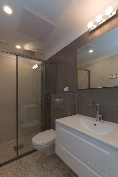 Kylpyhuone ja luonnonkivilattia