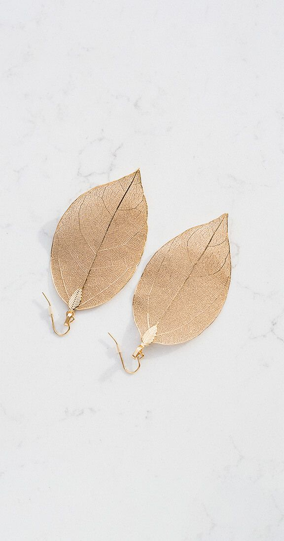 Silver Icing New Leaf Earrings #silvericing #accessories #accessorize #earrings #leafearrings #ootd #gethelook #fallfashion #fallfashion2017 #goldleafearrings #autumn #fashion #shopping #completethelook
