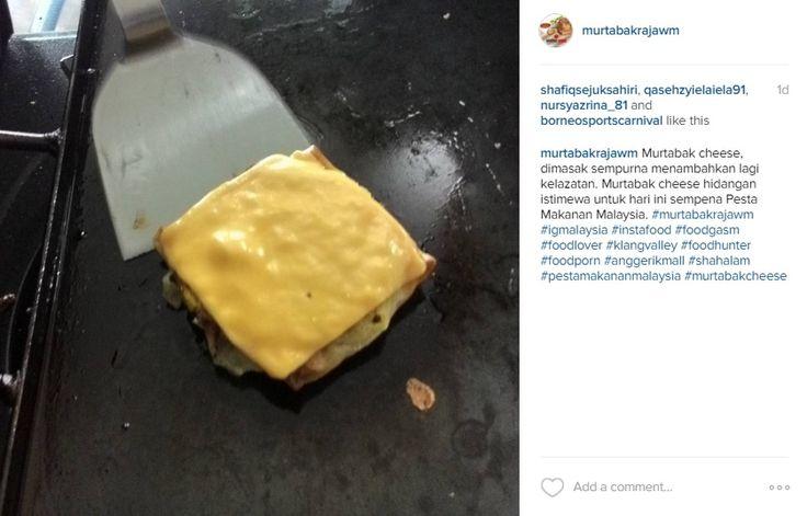 Murtabak cheese, dimasak sempurna menambahkan lagi kelazatan. Murtabak cheese hidangan istimewa untuk hari ini sempena Pesta Makanan Malaysia. #murtabakrajawm #igmalaysia #instafood #foodgasm #foodlover #klangvalley #foodhunter #foodporn #anggerikmall #shahalam #pestamakananmalaysia #murtabakcheese