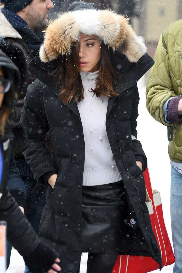 Aubrey Plaza Peeks Out Of Her Canada Goose Parka Celebrity Wotnot Canada Goose Women Winter Outfits Canada Canada Goose Parka