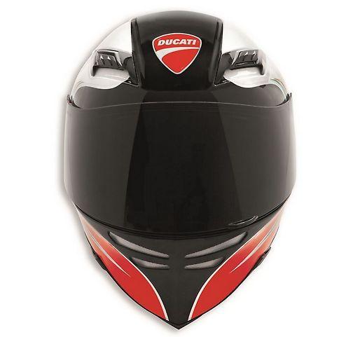 Kask Ducati o agresywnym profilu poprawiającym wentylację, aerodynamikę i stabilność podczas jazdy (bazujący na modelu AGV Horizon). #ducati