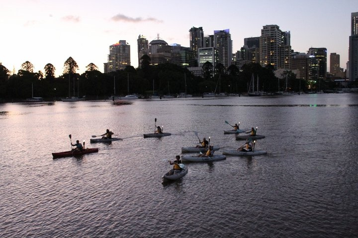 Queensland bucket list | 32. Join in a Friday night 'Paddle & Prawns' on the Brisbane River.