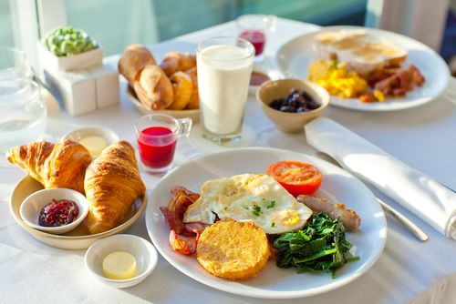 """朝ギリギリに起きて「ヤバっ、会社に遅れる!」というとき、真っ先に犠牲になるのが""""朝ごはん""""でしょう。「会社着いたら、コンビニで菓子パンとコーヒー買えばいいや」なんて思っていませんか?出社後はそんな暇も..."""