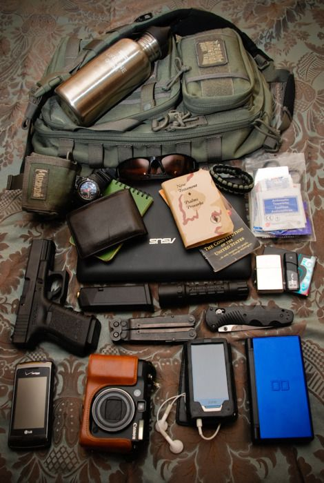 EDC (Every Day Carry) - Great way to keep everything you should keep handy at arm's length! Great example of a terrific EDC, but everyone's EDC is going to look different based on personal needs & applications! What would/do you keep in yours?
