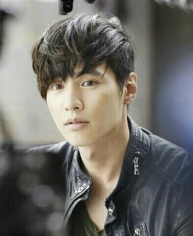 Popular korean movie star has got under cut!