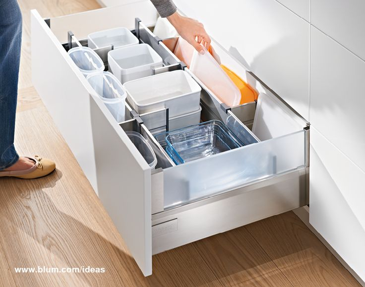 Organizing your plastic containers in your kitchen can be easy like that: store containers and lids seperately with ORGA-LINE lateral and cross dividers. Find more on www.blum.com/ideas