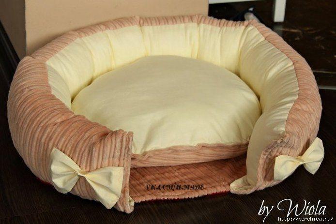 """Нам понадобится: теплая основная ткань ткань для """"подошвы"""" - низа кроватки ткань для внутренней отделки (желательно использовать тик, чтобы кошачья шерсть не слишком приставала) синтепух синтепон http://perchica.ru/post345786248/"""