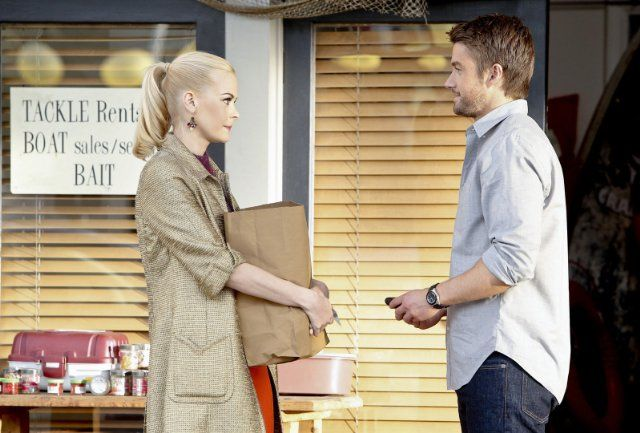 Still of Robert Buckley and Jaime King in Hart of Dixie (2011)