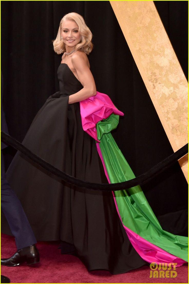 Kelly Ripa & Husband Mark Consuelos Kiss on Oscars 2018 Red Carpet!
