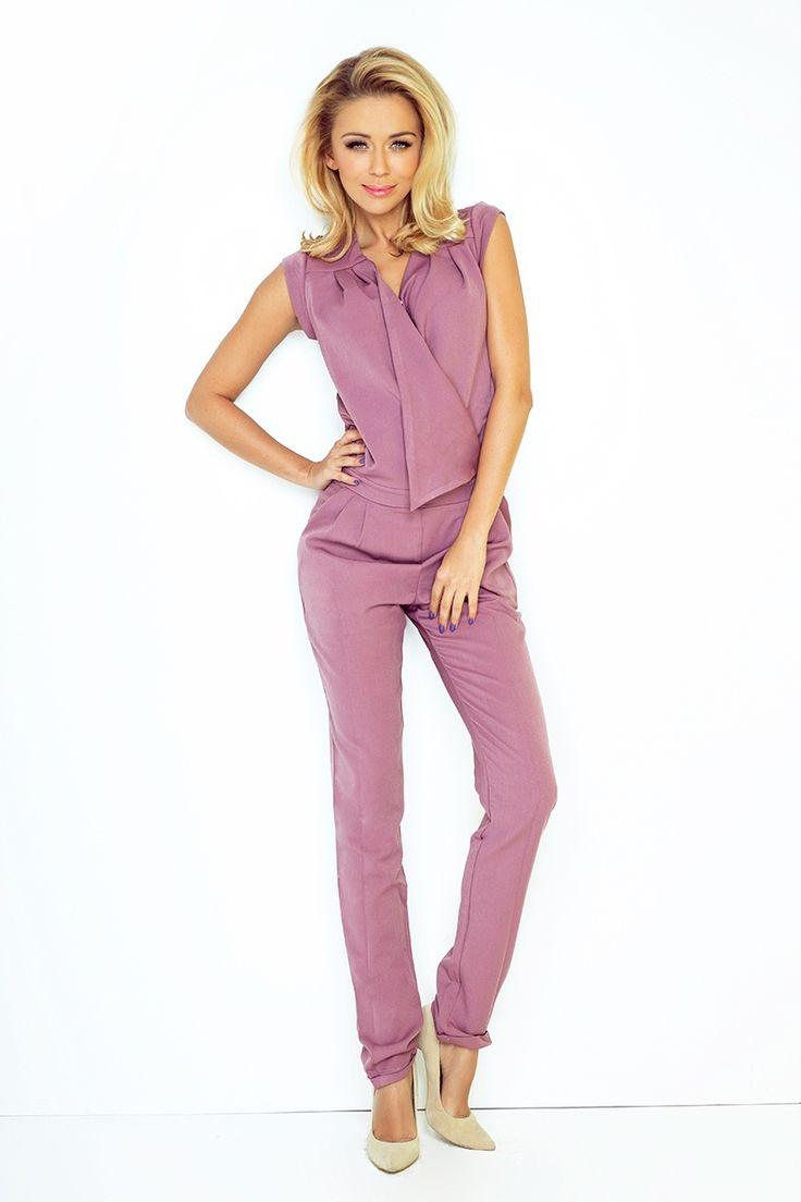 Elegancki różowy kombinezon.  Elegant pink jumpsuit.