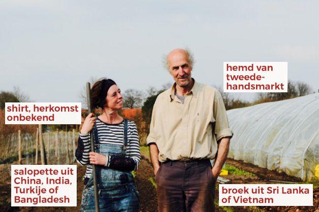 Wat hangt er in de kast bij bioboerderij Kempengoud? De t-shirt die Elke aan heeft, tikte ze in een lokale winkel op de kop. De herkomst ervan verdween met het labeltje. De salopette kocht Elke ook lokaal, is van een Nederlands merk en werd gemaakt in China, India, Turkije of Bangladesh. Jules draagt een tweedehands hemd en een werkbroek van een Zweeds bedrijf, gemaakt in Sri Lanka of Vietnam. ✺ FAIR WEAR FRIDAY is een wekelijkse rubriek bij KleineRevolutie.org