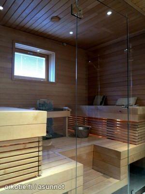 Myynnissä - Omakotitalo, Laaksolahti, Vanhakartano (413), Espoo: 4 makuuhuonetta, avokeittiö, olohuone + ruokailutila, kodinhoitohuone, 2 x wc, 2 x kylpyhuone, sauna, 2 x vaatehuone, 2 auton autokatos, varasto, tekninen tila - Luuvantie 11, 02620 Espoo - Crape Oy LKV | Oikotie