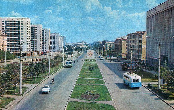 Проспект Ленина, рядом улица Энтузиастов.