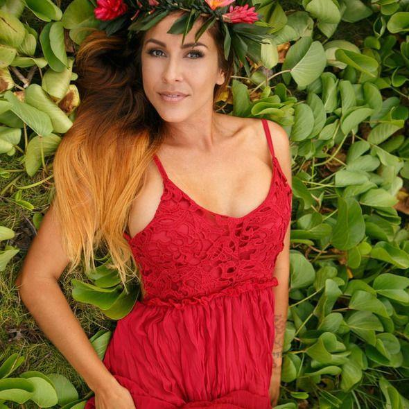 Throwback to this stunning image of @cunningham808 for a photo shoot Photo courtesy of @taitphotomaui  #throwbackthursday #spraytan #spraytanning #bronzing #healthytanning #spraydontlay #maui #hawaii #mauispraytan #mauitan #spraytanmaui #lingerie #kaanapalibeach #lahainatown #eleganttan #mauieleganttan #spraytanexpert #tanningtime #glow #mobiletan #spray #mobilespraytan #tan #tanning #wedding #destinationwedding #bride #mauiwedding #mauibride