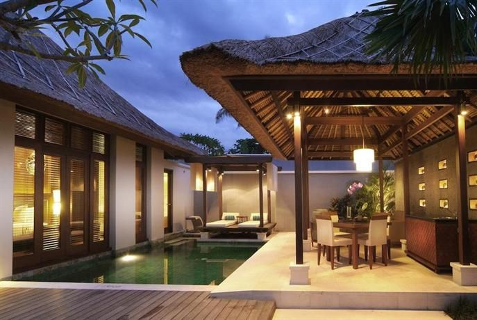 OopsnewsHotels - Villa Mahapala. Situated in Sanur, Villa Mahapala provides luxury 4-star accommodation, as well as free Wi-Fi and a Jacuzzi. The multiple facilities this traditional resort offers include massage services, luggage storage and a coffee bar.   Mahapala features an all-hours reception, as well as a safe and laundry facilities. For added convenience, it offers an airport shuttle, a car rental desk and limited hours room service.