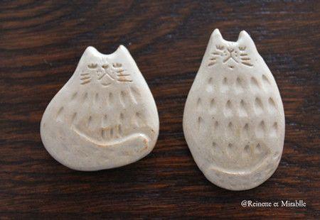 Reinette et Mirablle の部屋 猫 陶器のブローチ