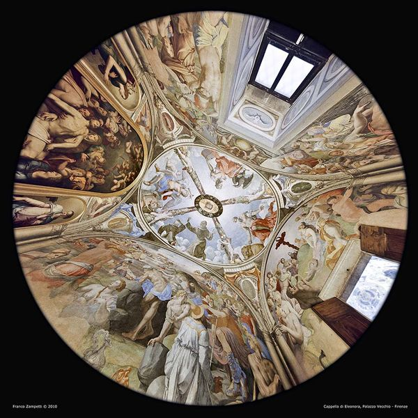 La cappella della Duchessa Eleonora di Toledo. L'ambiente viene interamente dipinto da Agnolo Bronzino. La pala d'altare mostra la Deposizione di Cristo mentre le pareti dispiegano le storie di Mosè. Sulla volta San Michele Arcangelo, San Francesco, San Gerolamo e San Giovanni Evangelista.
