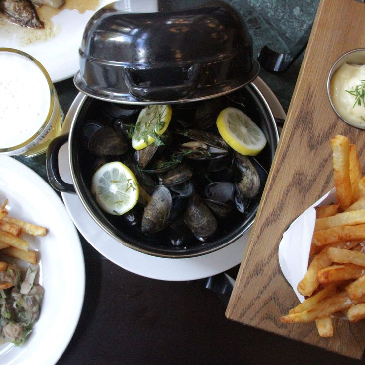 Where to get allll the beer and mussels