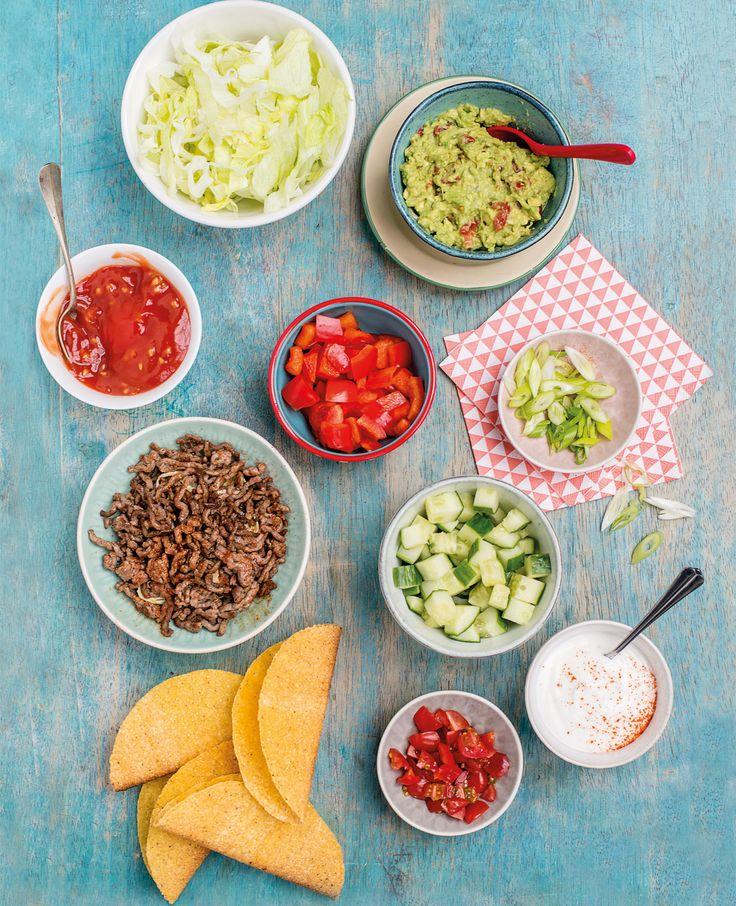 Afslankcoach Mieke Kosters deelt vandaag het recept voor taco's met gehakt en groenten. Je kiest gewoon zelf wat je op je taco doet. Lekker!