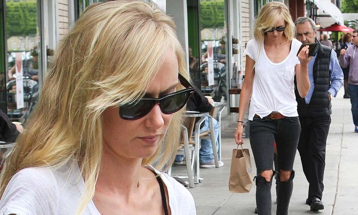 Kimberly Stewart has giant holes in her pants while shopping http://dailym.ai/1mJyhOQ