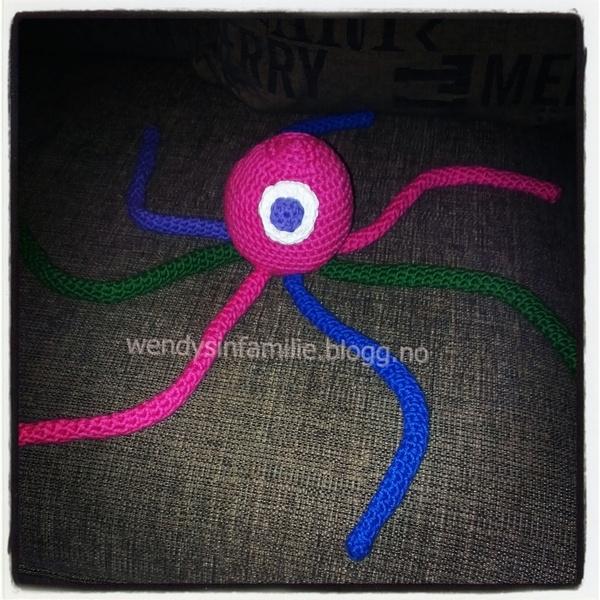 Octopus crochet.  Hekle blekksprut.