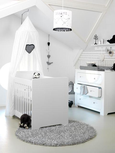 Procura inspirações para o quarto do bebê? O que acha desta?