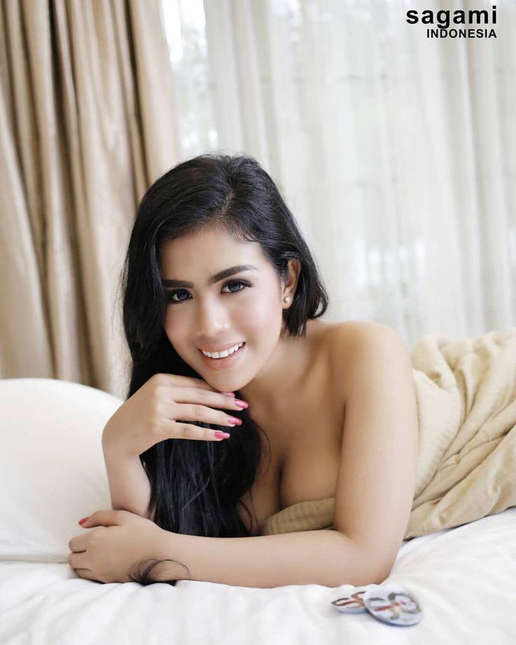 """Sagami Indonesia on Instagram: """"Berbahagialah karena hidup itu indah, seindah Vebby Amorra 🌹 . . Tak terasa bulan Februari sudah mau berakhir, selamat tinggal @v_amorra…"""""""