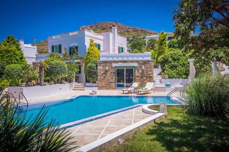 Enjoy a slice of paradise when staying at the incredible Ego Family Villa Naxos. A 5-bedroom villa with the best sea views on the island of Naxos. BOOK NOW!