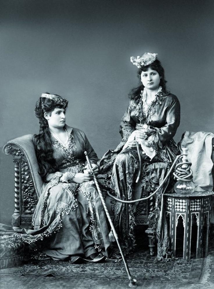 Femmes fumant et buvant le café, 1890