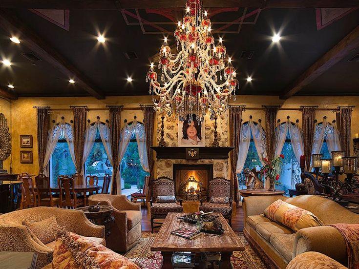 A Las Vegas in ancora vendita la villa dove ha vissuto negli ultimi anni il Re del pop Michael Jackson. Guarda la gallery e scopri di più!