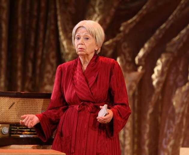 Actrita Ileana Ploscaru, decana de vârstă a Teatrului de Stat Constanta, cetătean de onoare al municipiului, împlineste 86 de ani, dintre care 66 si i-a petrecut pe scenă