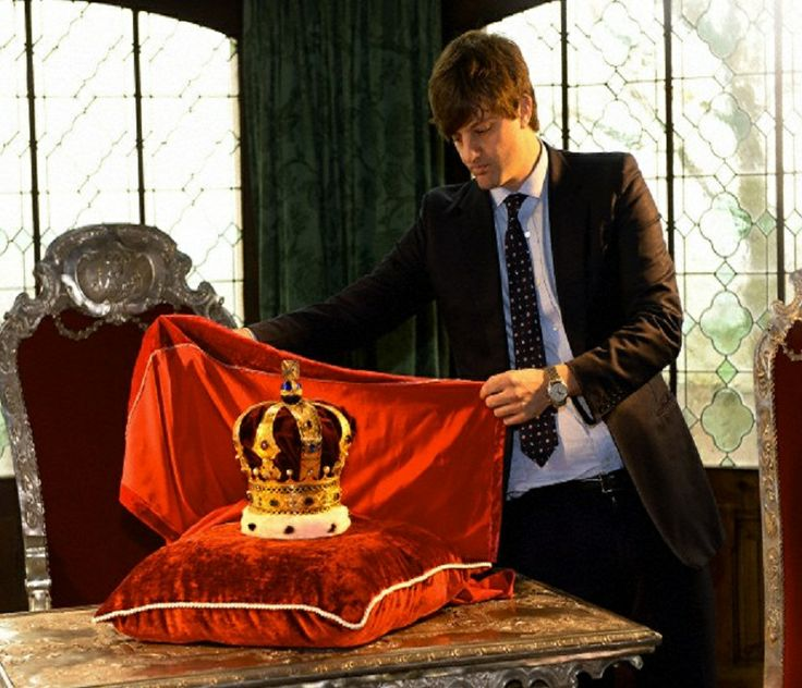 Ernst August Hereditary Prince of Hanover unveils the Hanoverian royal crown at Marienburg Castle near Pattensen, Germany, 11 April 2014. The Hereditary Prince of Hanover presented the insignia of the Hanoverian kings in the former summer residence of the House of Welf.