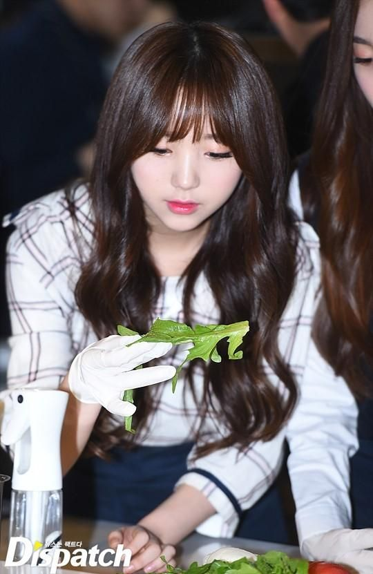 Lovelyz Eating Broadcast - Kei