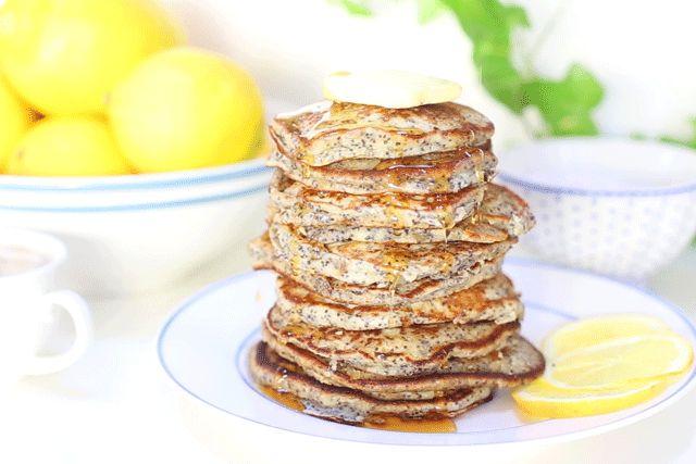 Clatite (pancakes) cu lamaie si mac - Mazilique