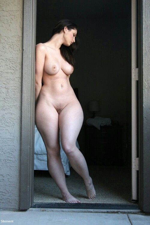 Фото голых дам с широкими бедрами