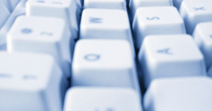 """Opciones de hojas de cálculo de Excel. Las opciones de Excel, que puedes encontrar en la pestaña""""Archivo"""" en Microsoft Excel 2010, te permiten alterar ciertos aspectos del programa a tu gusto. Las opciones de Excel cubren todo, desde cómo se manejan las fórmulas para el idioma de la pantalla e incluso el maquillaje de la cinta que se extiende por la parte superior de la pantalla. ..."""