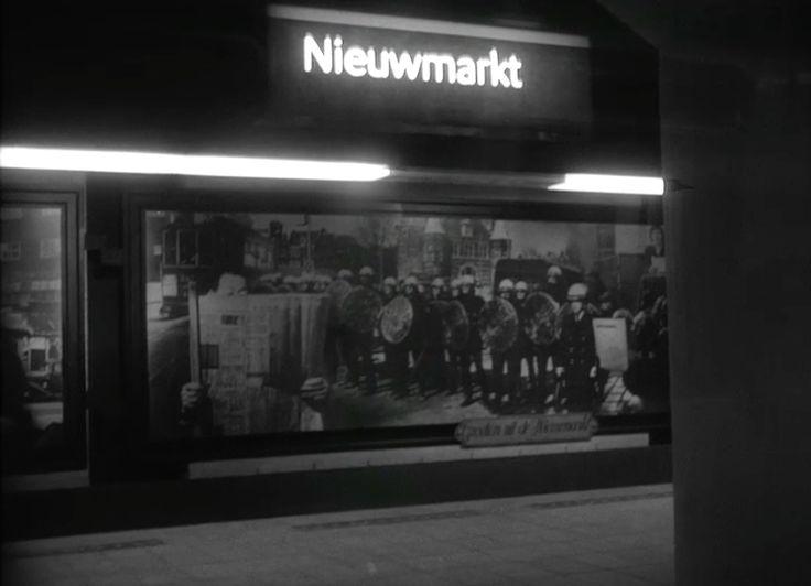 Anti-metro-kunst in metrohalte Nieuwmarkt