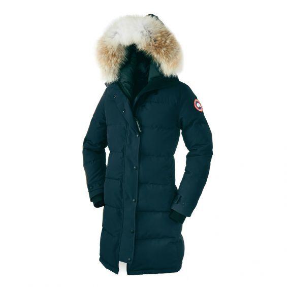 La Canada Goose Shelburne est une doudoune longue pour se cocooner dans un vêtement chaud pour sortir le soir en station de ski ou pays froid.